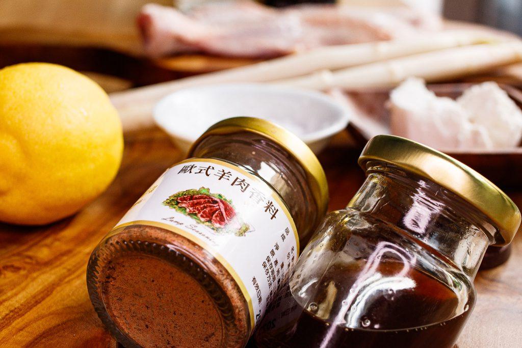 嫩煎雞腿排佐蜂蜜羊奶起司巧克力醬 Pan Fried Chicken with honey Goat Cheese & Chocolate Sauce