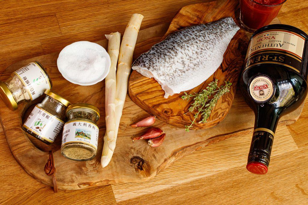 辣味鱸魚排佐白蘭地紅醬 Pan Fried Sea Bass with Brandy Tomato Sauce