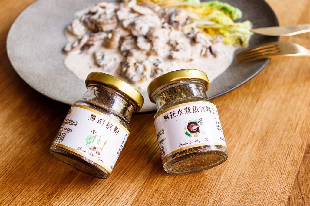 豬里肌排佐蘑菇奶醬 Pork Chops with Creamy Mushroom Sauce