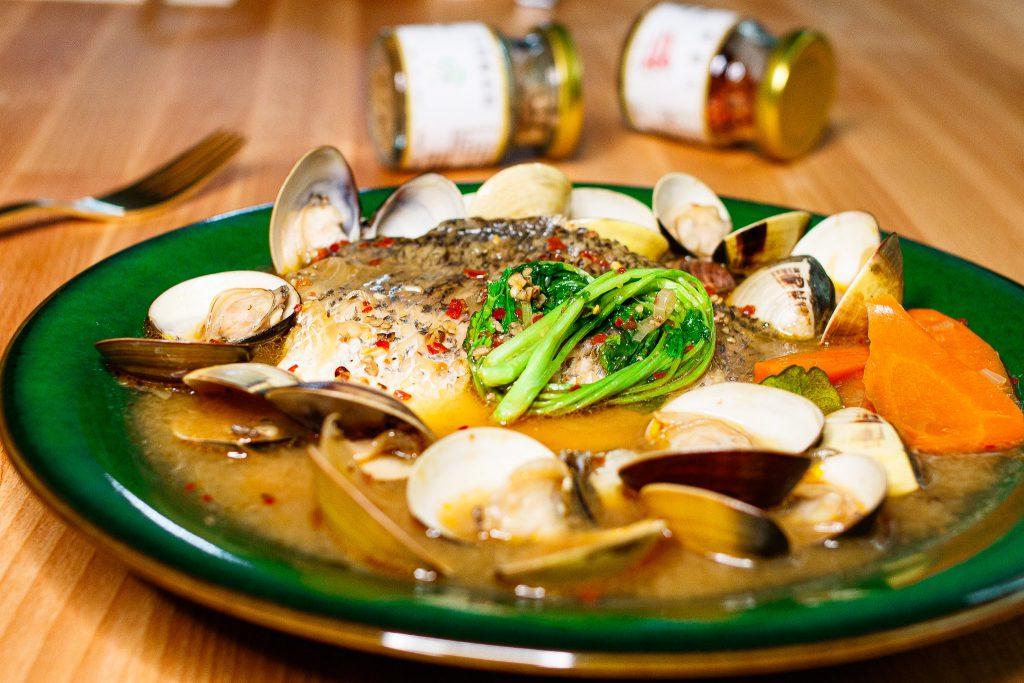 鱸魚排佐泰式酸辣湯 Sea Bass with Thai Tom Yum Soup