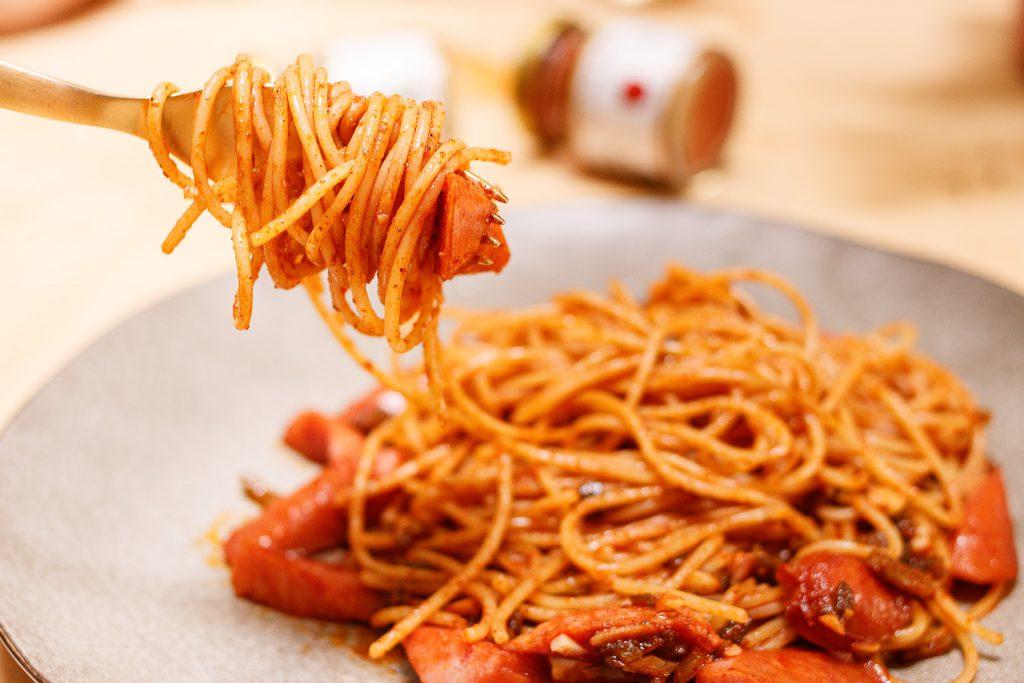德式煙燻香腸剝皮辣椒義大利麵 Spaghetti with Peeled Chili Pepper and Sausage
