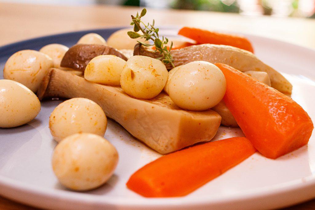 亞洲風味杏鮑菇 Braised King Oyster Mushroom with Carrot And Quail Egg