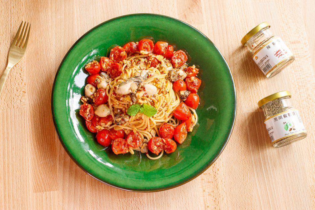蒜香辣味蘭姆酒番茄鮮蚵義大利麵 Spicy Oyster Spaghetti with Light Rum