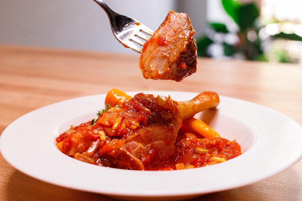 綜合咖哩風味蕃茄鴨腿排 Braised Duck Leg with Curry Tomato