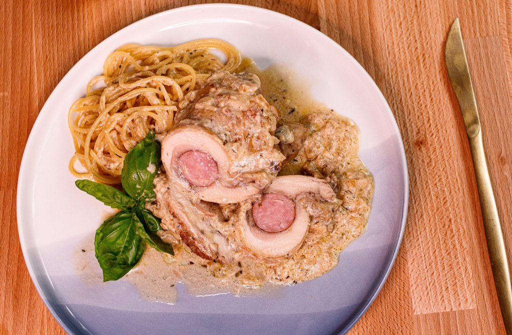 德國香腸雞腿捲佐白醬義大利麵 Sausage Chicken Roll with Creamy Spaghetti
